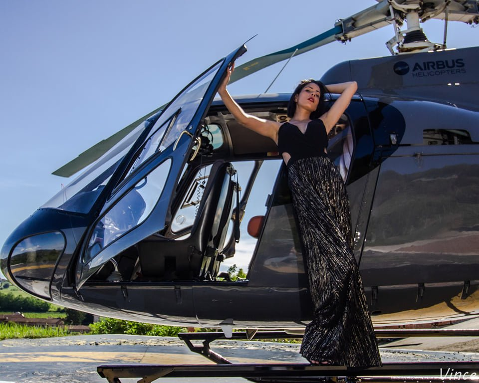 Indira-Acosta-elicottero