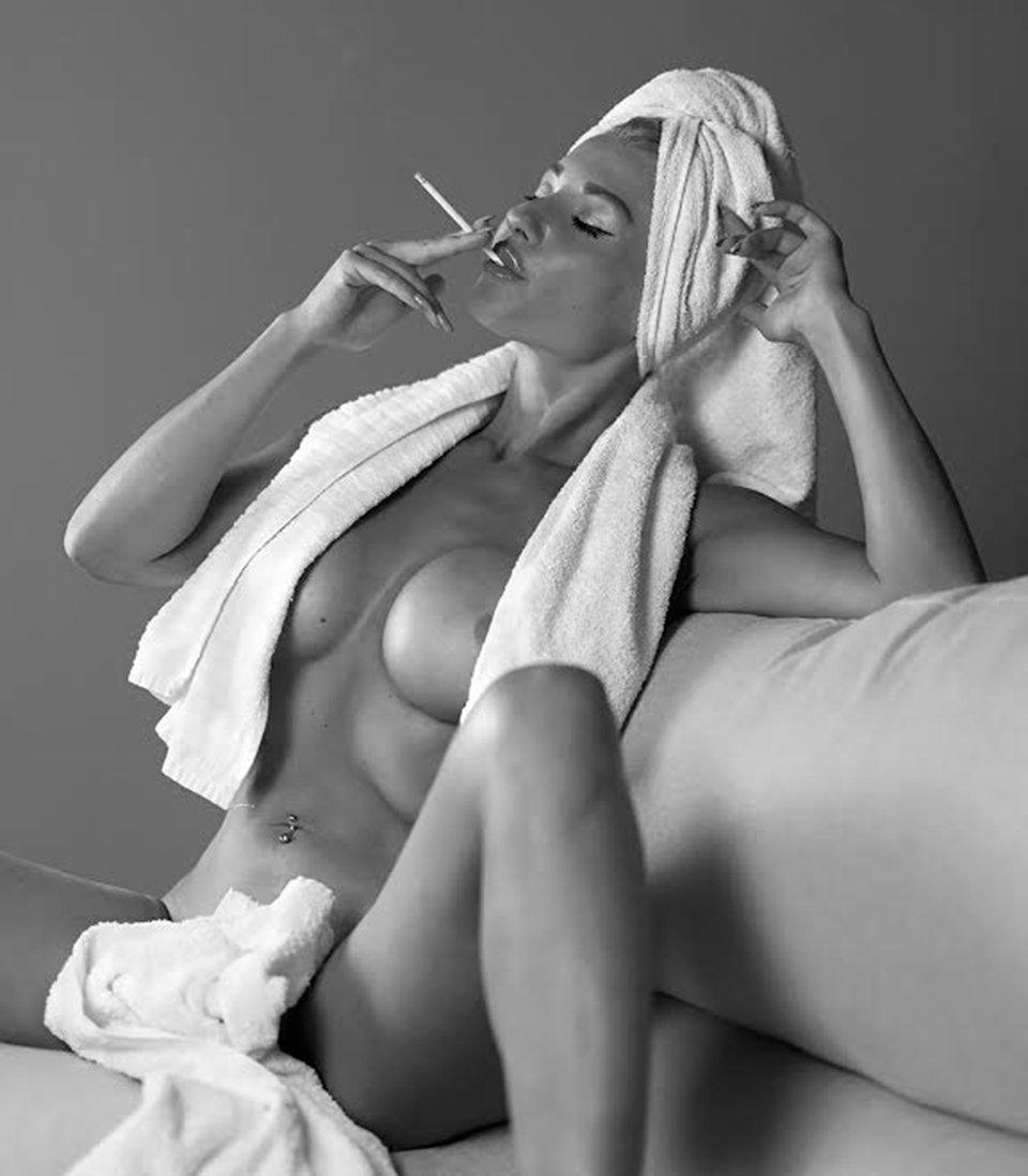 Eva-Kisimova-black-white