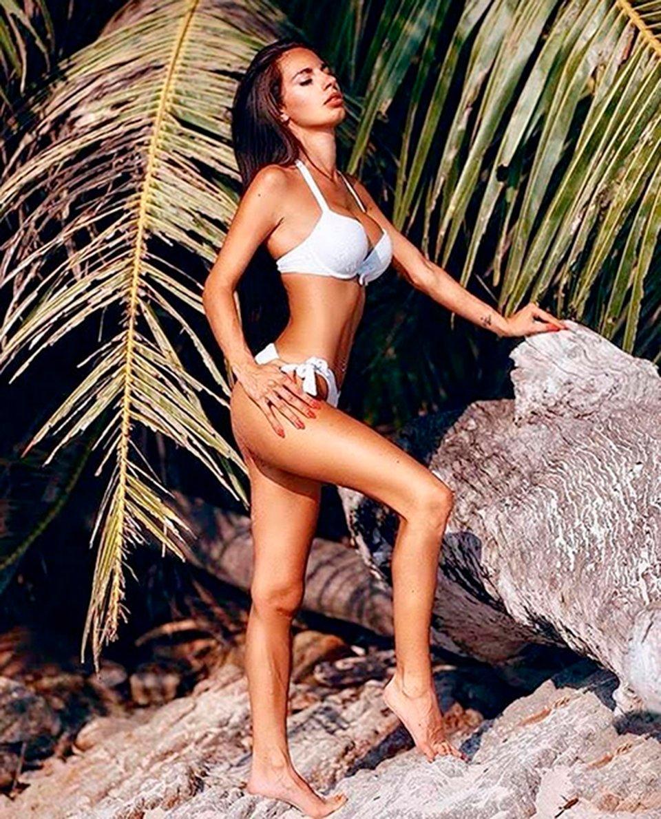 Tatiana-Bernardi-bikini