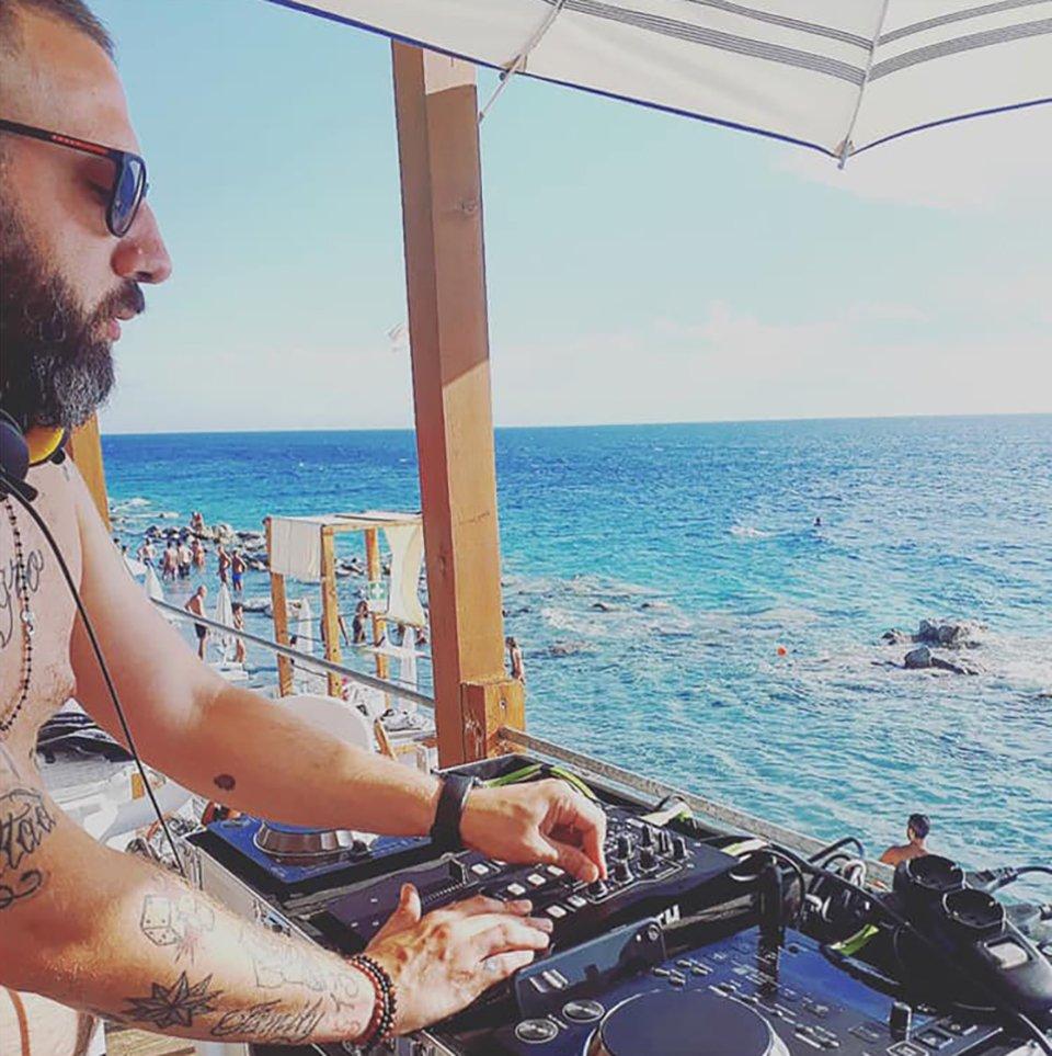 Benoit sound on the beach